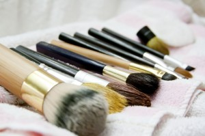 brush_care12-1024x682-300x199