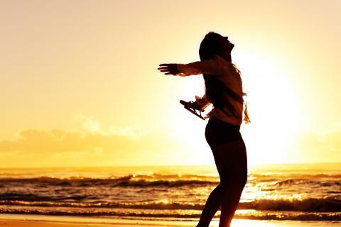 sun-beach-girl-happy-times-2830191-480x320