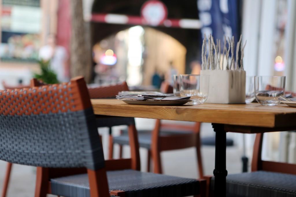 2014-07-life-of-pix-free-stock-photos-palma-restaurant-pavement-area-table-chair-city (2)