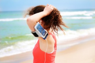 girl-on-beach-with-ipod